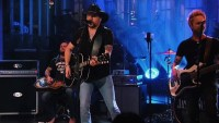 Jason Aldean Pays Tribute to Vegas Victims, Tom Petty on 'SNL'