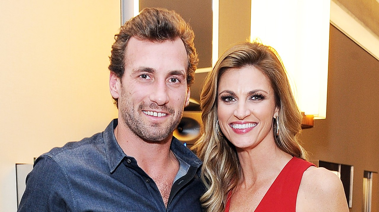 Erin Andrews Debuts Huge Diamond Engagement Ring Photos