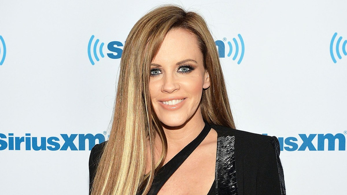 Jenny Mccarthy Goes Brunette With Blonde Highlights