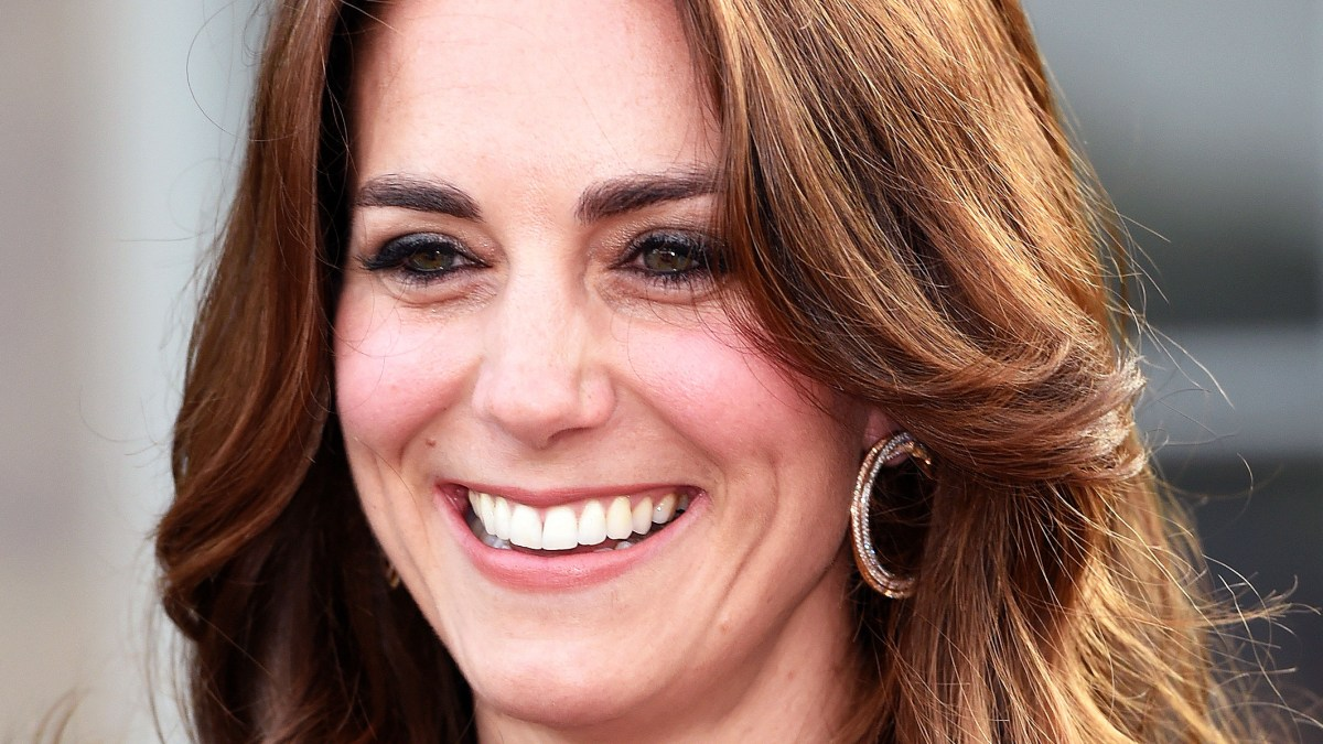 Kate Middleton Wore $56,500 Earrings With Blue Dress for SportsAid ...