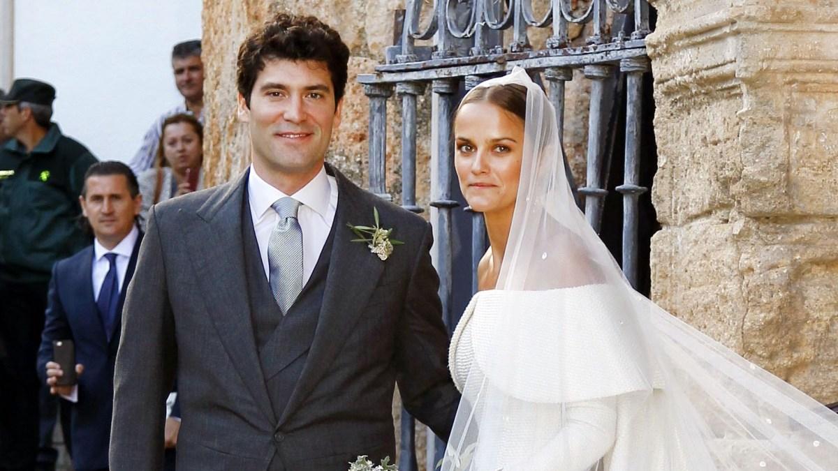 Lady Charlotte Wellesley Marries In Stunning Voluminous Royal