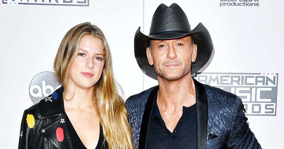 Tim mcgraw brings daughter maggie 18 to amas 2016 pics for How old are faith hill s daughters