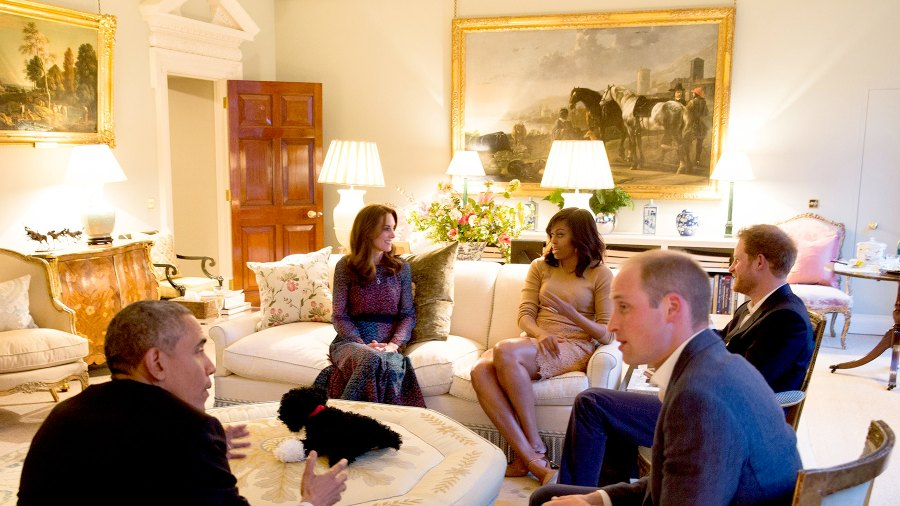 US President Barack Obama (L), Britain's Prince William, Duke of Cambridge (R) US First Lady Michelle Obama (2L), Catherine, Duchess of Cambridge (L) and Britain's Prince Harry (C) sit together in a reception room at Kensington Palace in London, April 22, 2016.