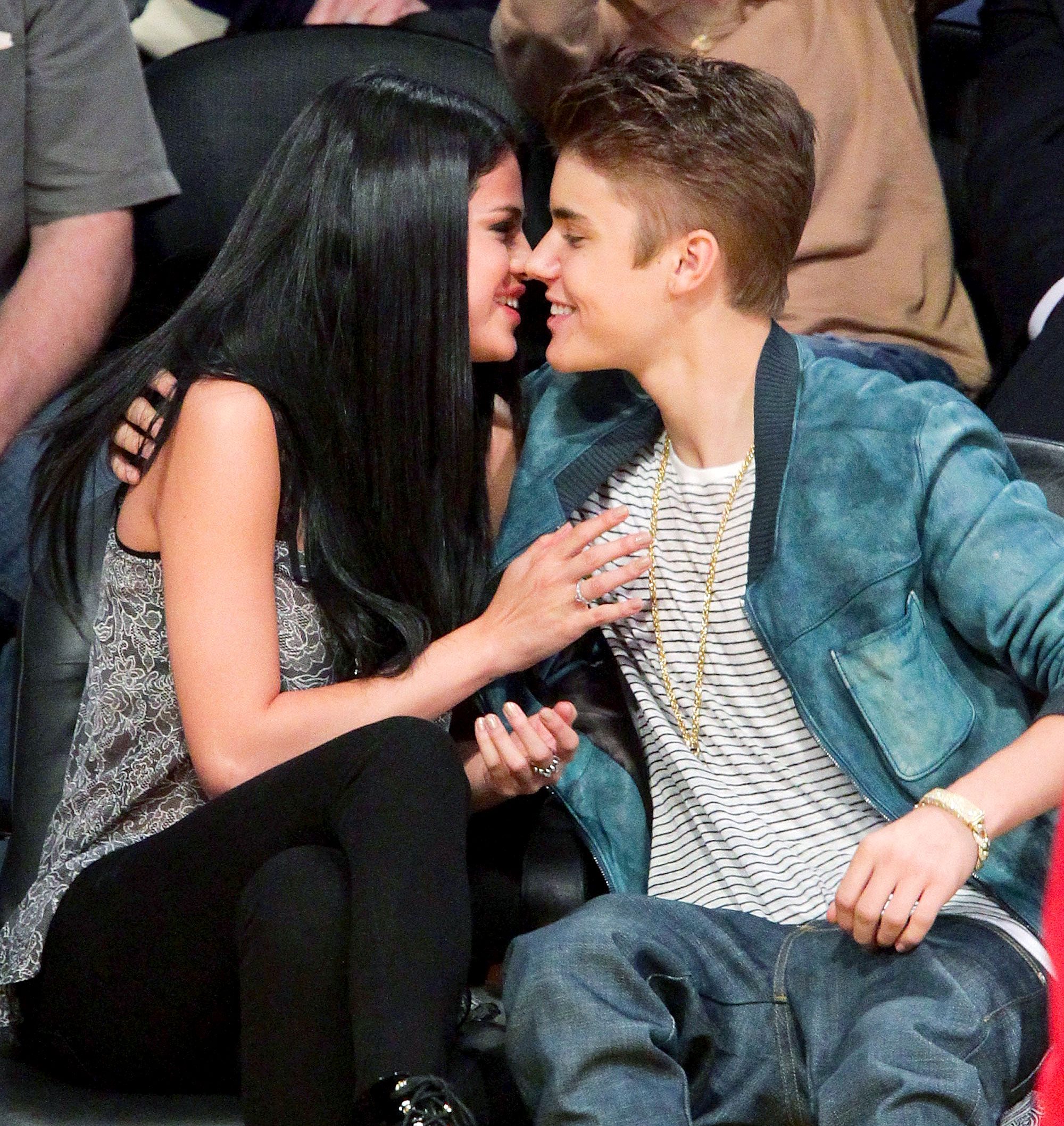 How long have justin bieber and selena gomez been hookup