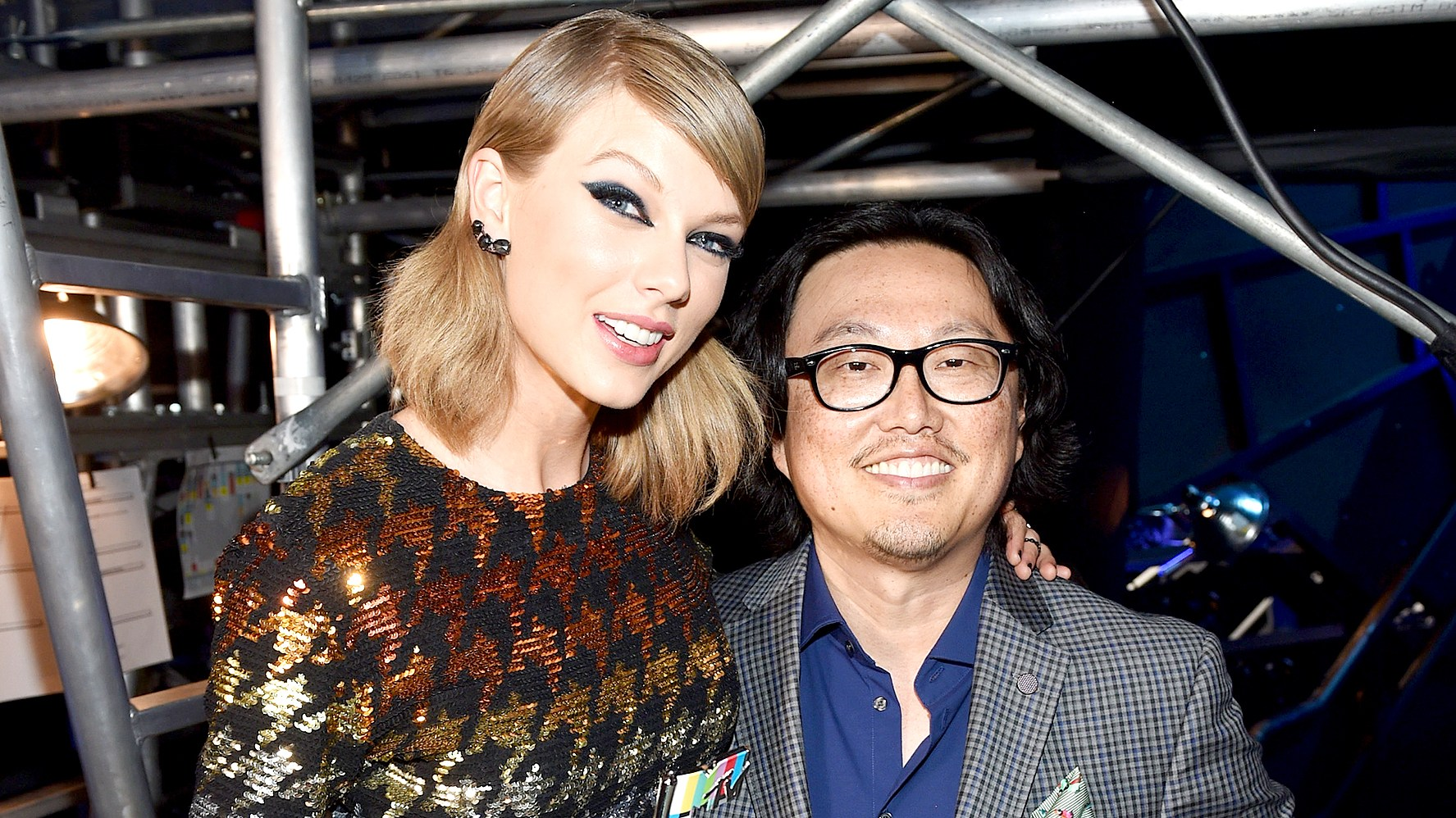 Taylor Swift and director Joseph Kahn pose backstage during the 2015 MTV Video Music Awards at Microsoft Theater on August 30, 2015 in Los Angeles, California.
