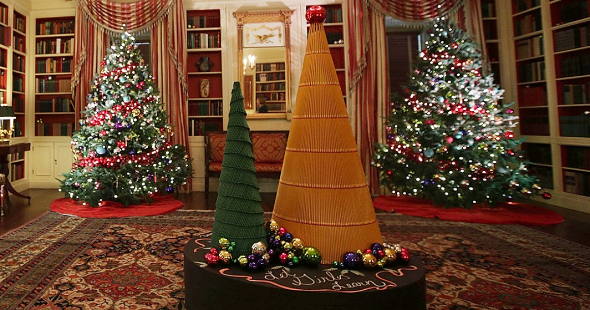See the white house 39 s 2016 christmas decorations photos for Christmas home decor 2016
