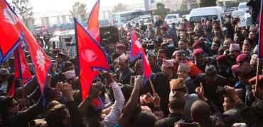 पूर्वराजा नेपाल फर्कदा  'राजा आऊ देश बचाऊ'को नारा