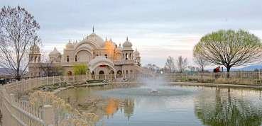 अमेरिकाको यो राधा कृष्ण मन्दिर : जहाँ ४० हजारले एकैपल्ट मनाउँछन् होली