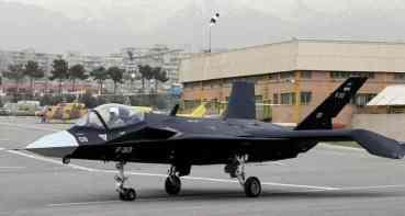 अमेरिकालार्इ चुनाैती : इरानले पहिलो 'लडाकू विमान' सार्वजनिक गर्यो