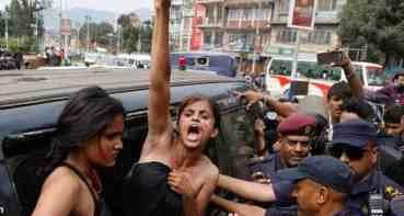 बलात्कारीलाई फाँसीको माग गर्दै  अर्धनग्न प्रर्दशन