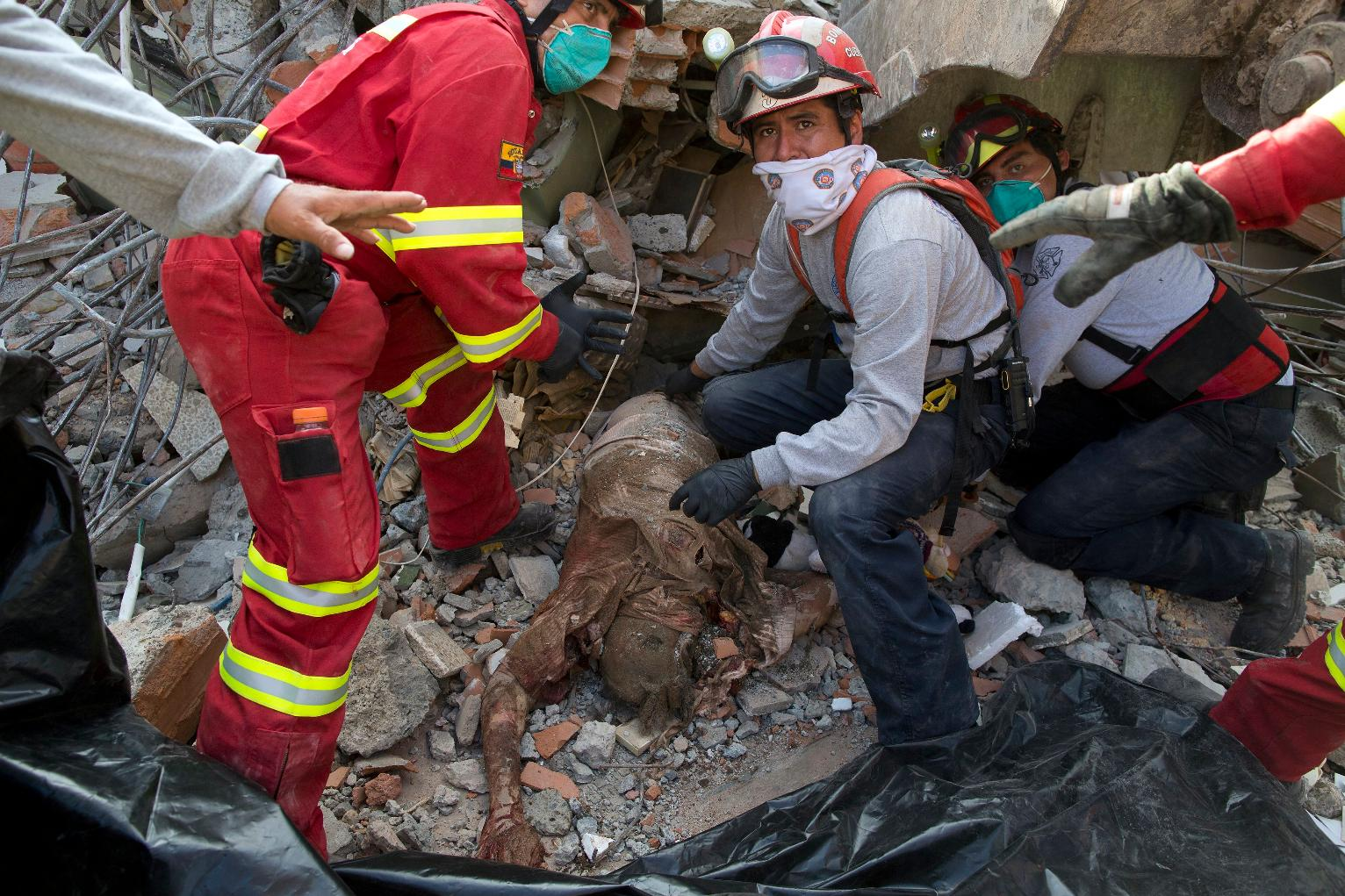 The Latest Ecuador Says Death Toll From Quake Jumps To 413 World News Us News