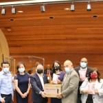 【西柯汶纳华人协会、美国华人妇女联合会向西柯汶纳市学校捐赠防疫健康包】
