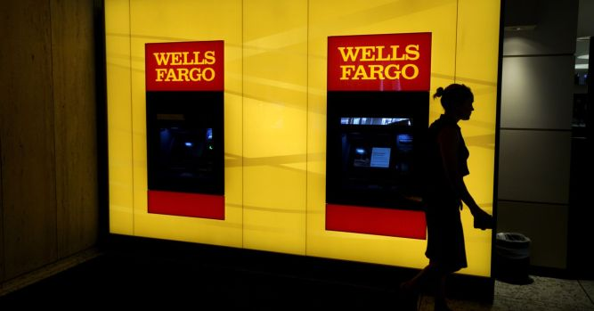 Wells Fargo chief administrative officer, chief auditor to begin leaves of absence 3