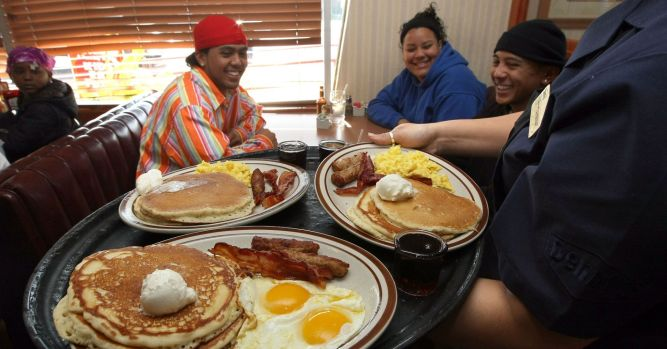 Shares of Denny's skyrocket 25% after announcing plan to sell stores 1
