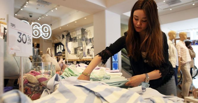 Gap's comparable sales miss as its namesake brand struggles  3