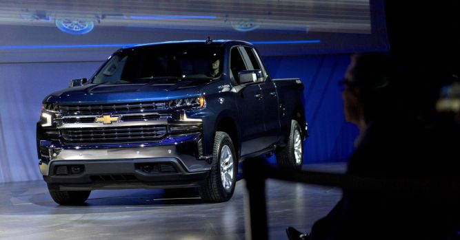 Luxury car owners trade up for US pickups as Ford, GM dominate market 1