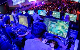 How video gamers are making money 3