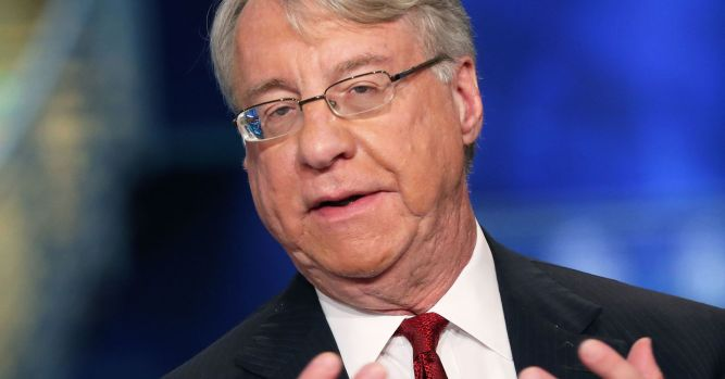 Jim Chanos says there's something wrong with the stock market when rates this low cause panic 1