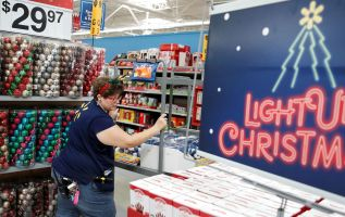 Retail is having its best holiday season in 6 years 4
