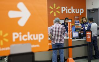 Retailers see surge in last-minute shoppers picking up online orders 2