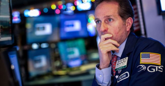 Dow set to drop, China data disappoints, Trump to meet about shutdown 1