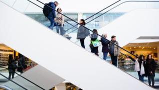Retail sales boosted by mild weather in March 3