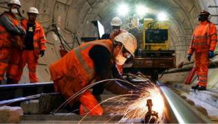 Crossrail: 'Unrealistic timeframe' caused delays 2