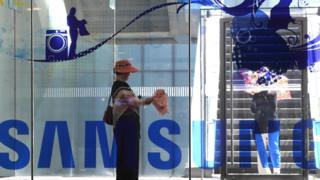 Samsung profits tumble as it warns of 'challenges' ahead 1