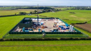 Fracking halted after government pulls support 3