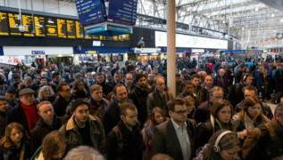 UK railways need 'radical overhaul', campaigners say 2