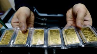 Gold price at seven-year high on coronavirus fears 1