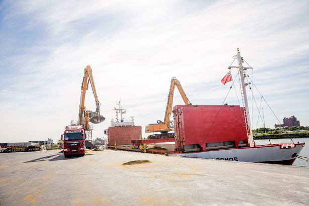 950-tonne fishmeal cargo is first Grimsby shipment in almost 25 years 4