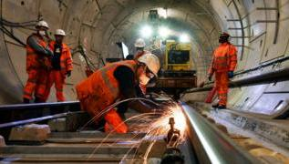 Crossrail needs extra £450m and delayed until 2022 2