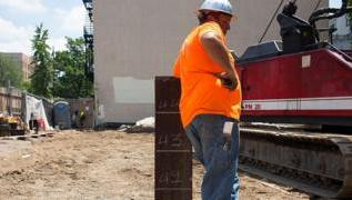US unemployment rate falls below 10% as firms rehire staff 3