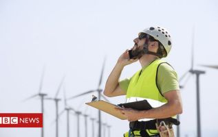 Government to invest £4bn to create 250,000 new green jobs 1