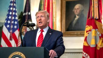 Trump makes a statement 700x420