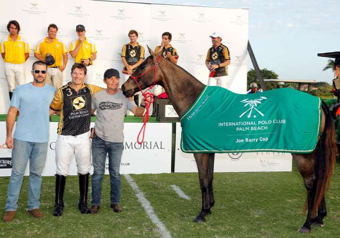 Coquito won Best Playing Pony in the 2019 Joe Barry Cup. Pictured with Gringo Colombres and Jose Mendoza. ©David Lominska