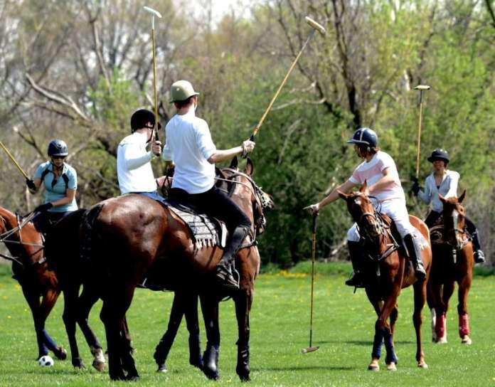 Matias Obregon teaching polo school from Spring Session polo school at Go Polo ©Hey Jude World Photography