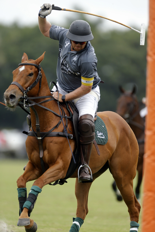 Old Hickory Bourbon's Steve Orthwein Jr. prepares for a powerful backshot during inaugural GAUNTLET OF POLO™ play. ©David Lominska