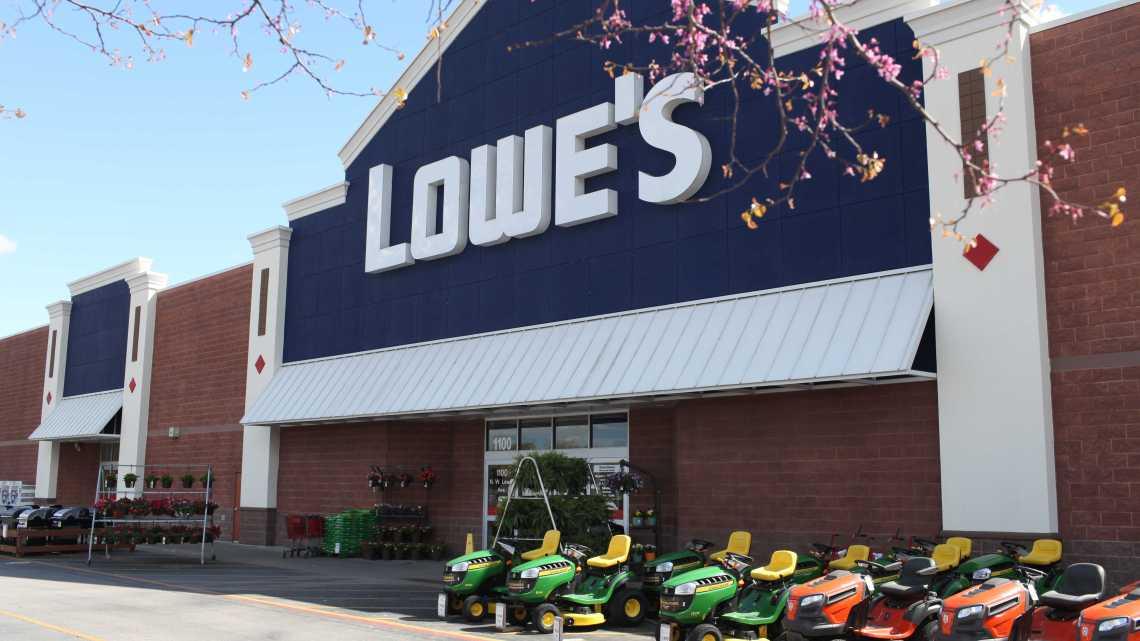 Bajaron los clientes en las tiendas Lowe's Cos Inc