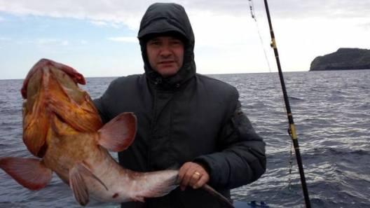 Gioacchino Caminita mostra il pescato del giorno