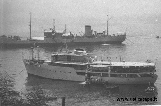 Nuova Ustica con nave cisterna