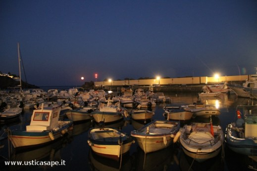 Ustica, barche in  Cala Santa Maria in Agosto