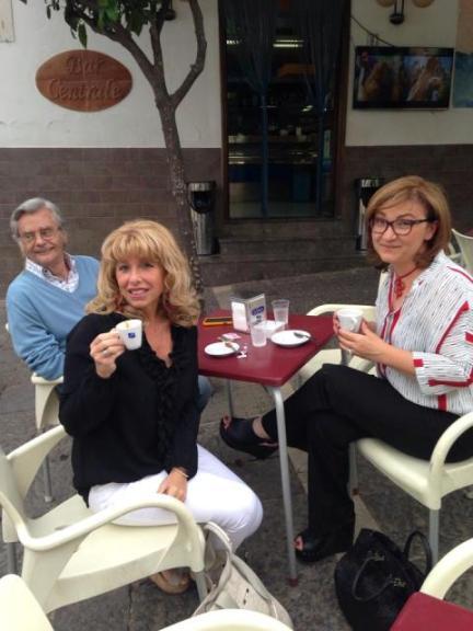 un caffè con ospiti