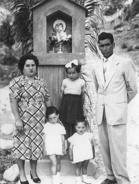 Famiglia Basile al completo presso la Madonnina della rotonda