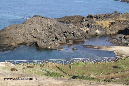Ustica, caletta faro Punta Cavazzi
