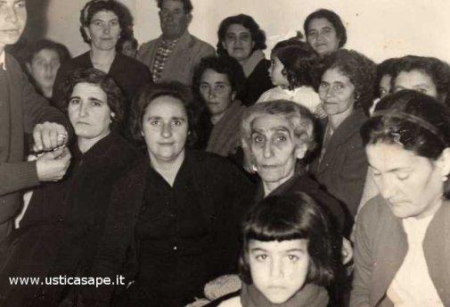 Anziane donne al centro culturale