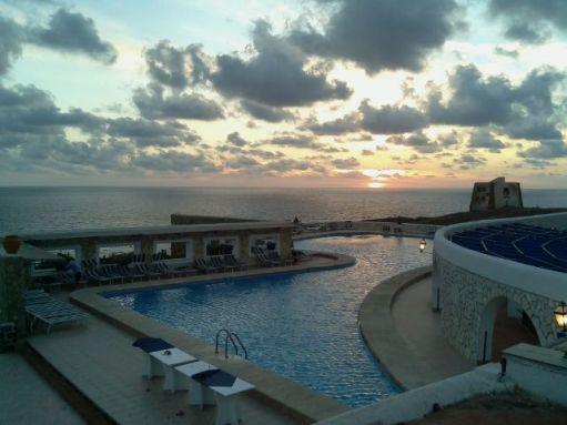 Tramonto con piscina e torre punta spalmatore