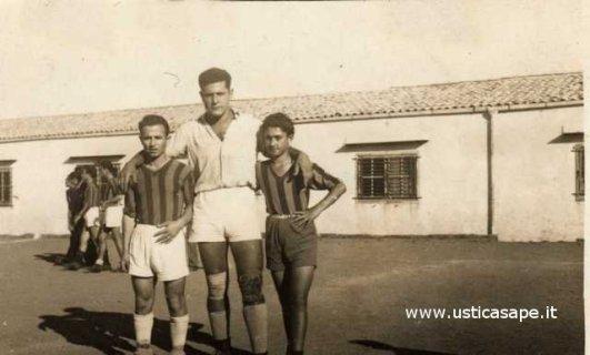 Ustica calcio allenamenti, una foto ricordo con Camillo