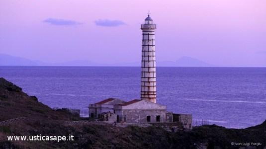 Ustica,  Faro Punta Cavazzi in attesa di ristrutturazione